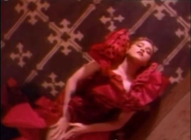 Madonna - La Isla Bonita. Bild aus dem Original Video von La Isla Bonita